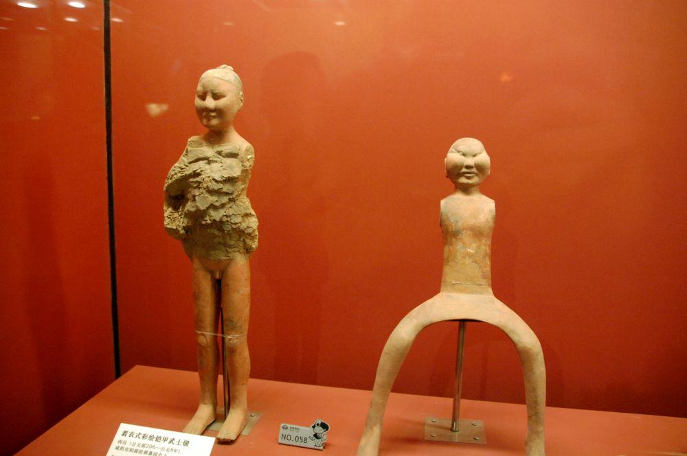 Han Yang Ling; rechts eine Reiterfigur