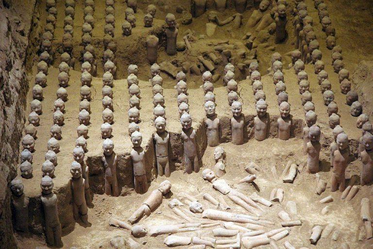 Die nackten Terrakotta-Krieger des Han Yang Ling bei Xi'an.