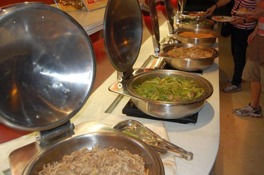 Die chinesische Abteilung auf dem Frühstückbuffet in einem guten Hotel