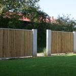 Zäune aus Bambus und Edelstahl