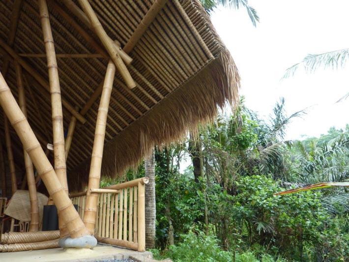Bambusstützen mit Fundamentanschluss für Bambusrohre CONBAM Bambushandel