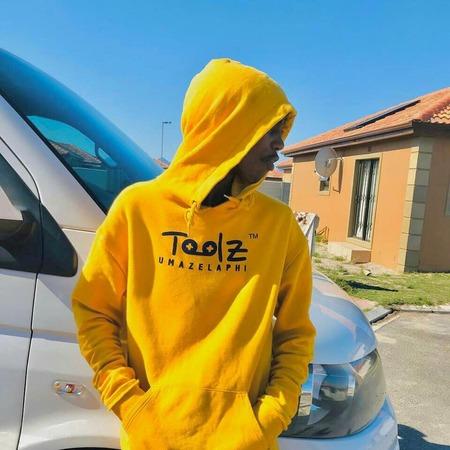 Toolz Umazelaphi – Tshela uMama ft. Target no Ndile & Fezeka