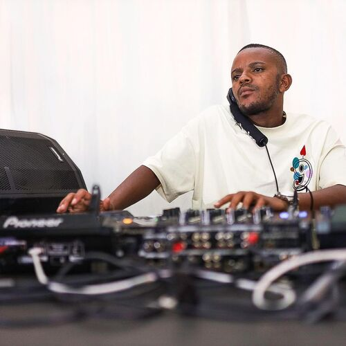 Kabza De Small & MDU aka TRP ft. Young Stunna – Ugogo Mp3 Download
