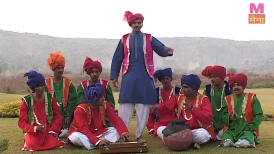 Men singing Raagni and performing Saang dance