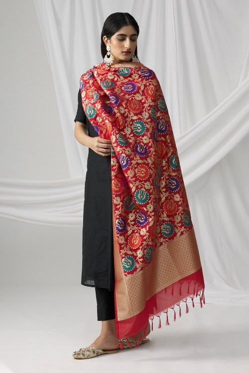 Woven Banarasi Art Silk Kimkhab Dupatta in Red 9