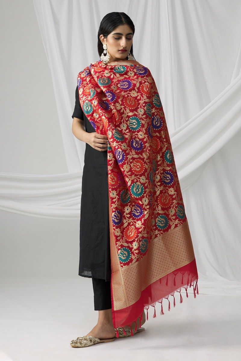Woven Banarasi Art Silk Kimkhab Dupatta in Red 5