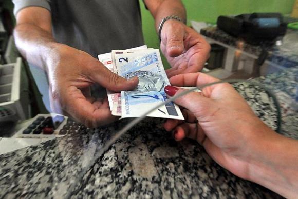 20160705-impostos-dinheiro