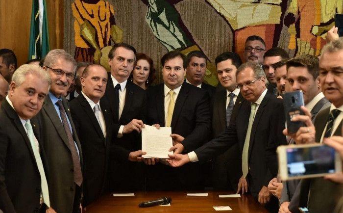 proposta-de-reforma-da-previdencia-entregue-a-camara-e-pior-_8da4127944227c778c3921f828687edd
