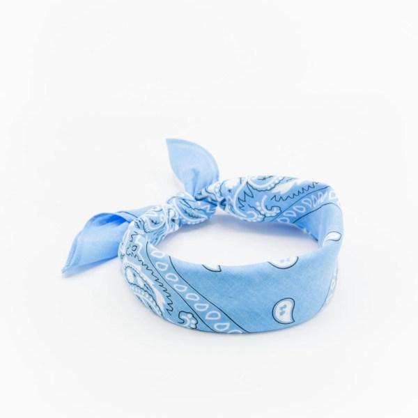 bandana bleu ciel à motif paisley
