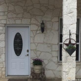 145 Forest Ridge Drive, Lakehills, TX