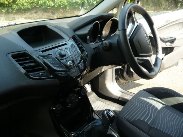 FORD FIESTA ZETEC 5 DOOR BLACK