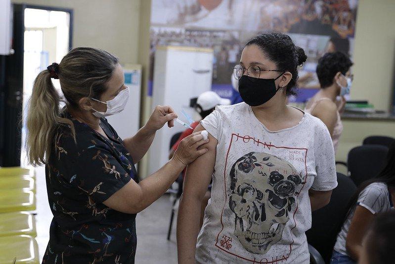 Confira os postos de vacinação contra a Covid-19 disponíveis nesta segunda-feira, em Manaus