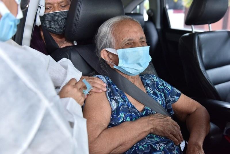 Manaus aplica 3ª dose da vacina contra covid em idosos a partir desta quarta-feira