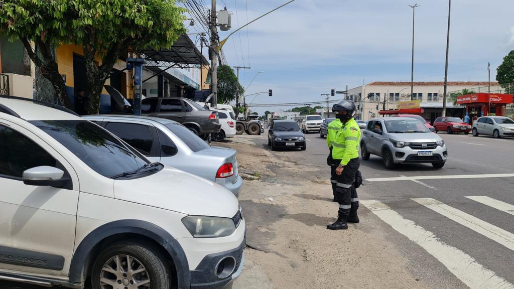Ocupação de calçadas é infração mais cometida em Manaus, segundo o Implurb.