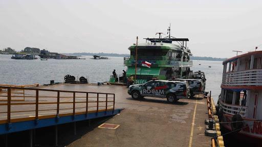 Pacotes de drogas são apreendidos em colunas de embarcação com destino a Manaus