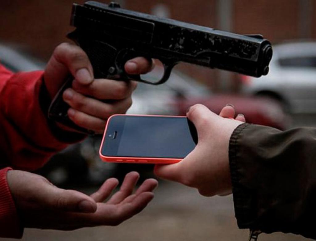 Boletins de ocorrência por roubo e furto de aparelho celular aumentam em Manaus