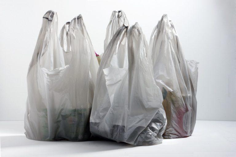 Restrição às sacolas plásticas em Manaus pode gerar 4 mil demissões no setor