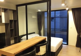 Maestro 02 Ruamrudee – condo for rent in Pathumwan, Bangkok | 10 mins walk to Phloen Chit BTS | quiet residential neighborhood