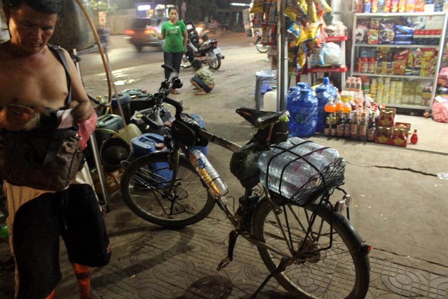 Ravitaillement d'eau à Siem Reap !