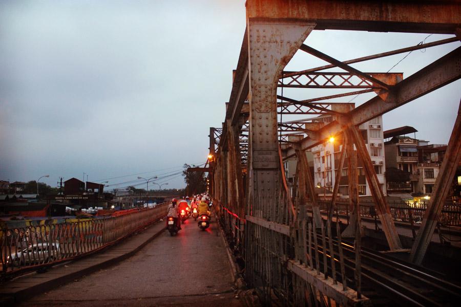 Pont construits par les français. Ce fût le pont le plus long d'Asie à sa construction.