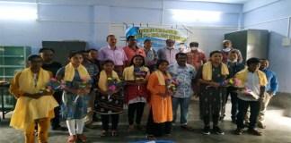 আলিপুরদুয়ারের জটেশ্বর এলাকার দুঃস্থ মে'ধা'বী ছাত্র ছাত্রীদের আ'র্থি'ক সাহায্য ক'র'লেন এক বিজ্ঞানী