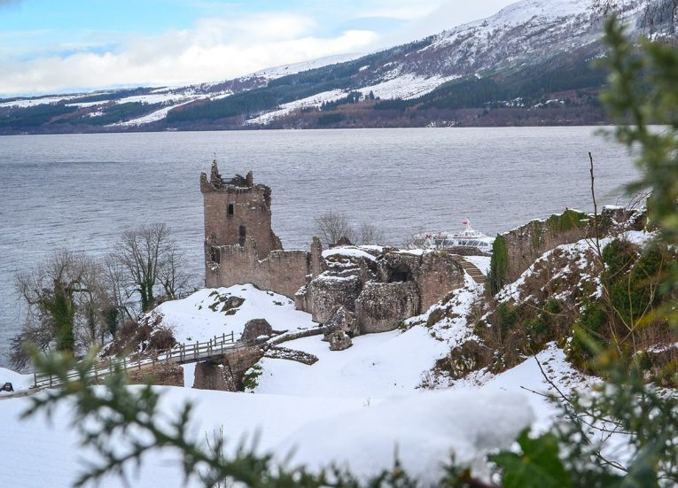Loch-Ness-Castle, Scotland Road Trip in Scottish Highlands in Winter Snow