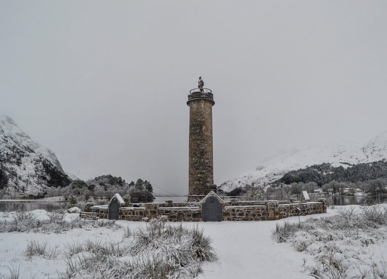 Glen-Finnan-monument, Scotland Road Trip in Scottish Highlands in Winter Snow