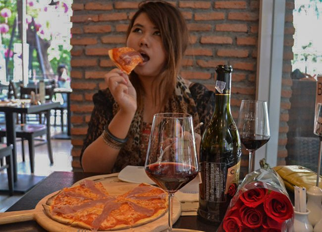 Romantic Meal with Fanfan, Pizza-and-wine