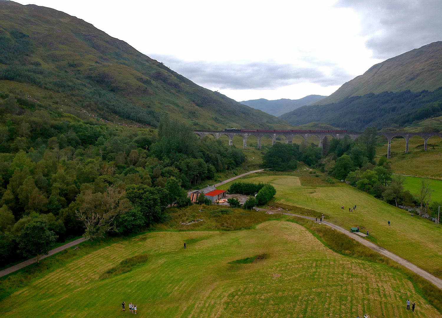 Viewpoints-for-the-Hogwarts-Express-Jacobite-Steam-Train-at-Glenfinnan-Viaduct-Scotland