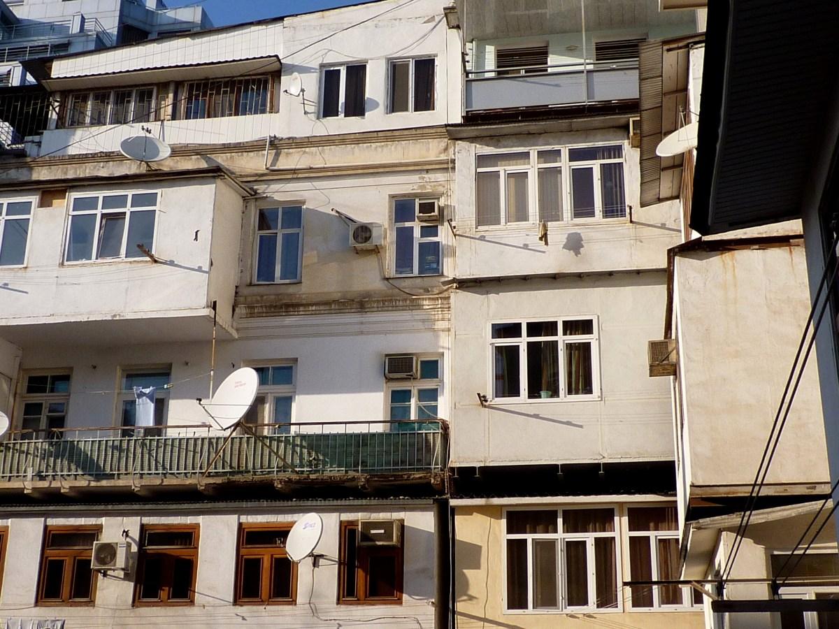 Baku_balconies