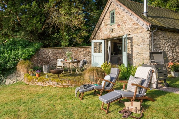 wishbone-enjoys-extensive-gardens-perfect-for-relaxing-in-the-countryside