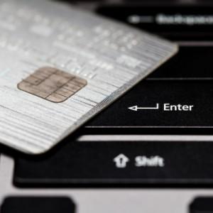 Płatność kartą w Internecie. Bezpieczna?