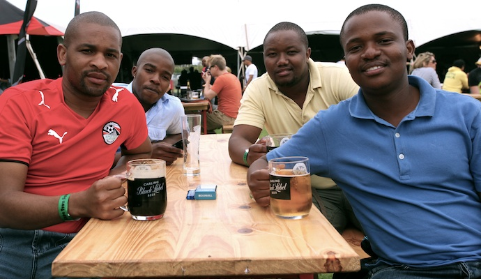 men-drinking-beer-