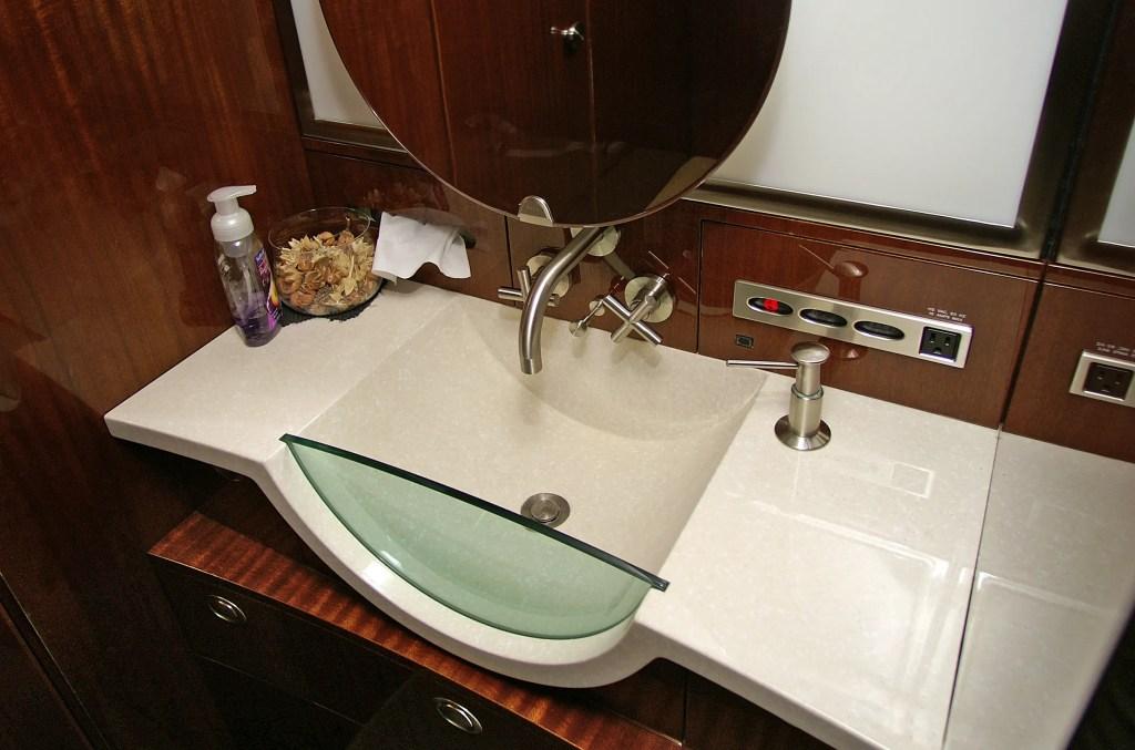 Challenger 300 Sink