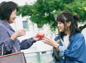 映画『おもいで写眞』の深川麻衣さんと吉行和子さん