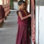 Moine de l'école bouddhiste au Bhoutan - blog Bar a Voyages