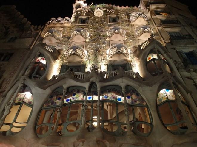 La façade de la Casa Batllo à Barcelone, oeuvre d'Antoni Gaudi
