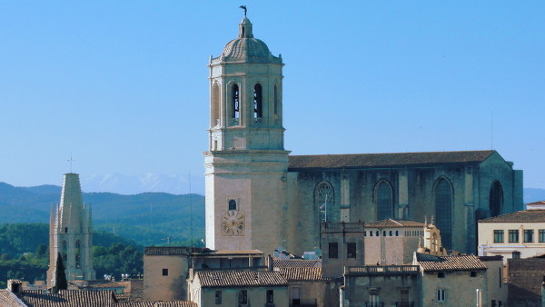 La Cathédrale et le clocher plat de la basilique Sant Feliu à Gérone