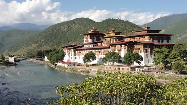 Vue panoramique du dzong de Punakha
