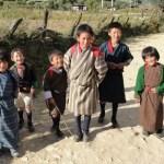 groupe d'écoliers bhoutanais - blog Bar à Voyages