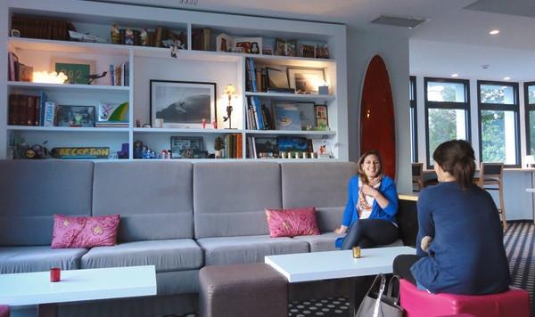 Le salon de l'Hôtel 202 pour se relaxer à Hossegor entre copines