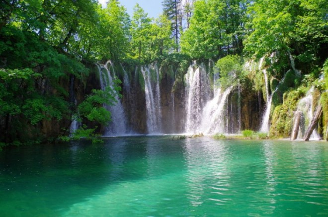 cascade dans le parc des lacs de Plitvice