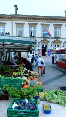 Le marché place Guillaume II