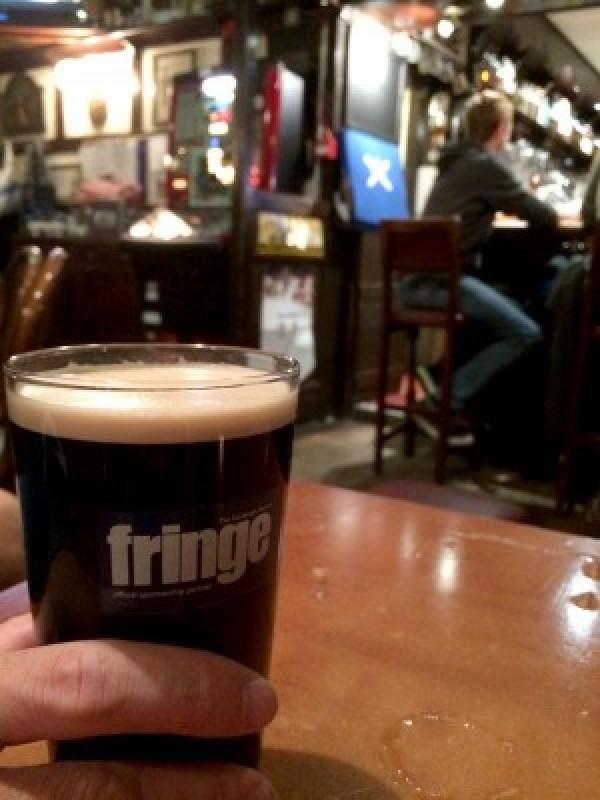 """Bière écossaise au pub """"The Ferry Tap"""" à Queensferry"""