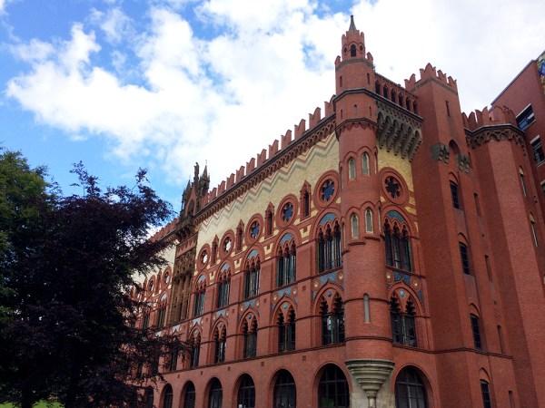 Templeton's Carpet Factory – Un ensemble extravagant de mosaïques et de briques polychromes, pastiche du Palais des Doges à Venise. Il abrite des bureaux, le Templeton Business Center, depuis les années 1980.