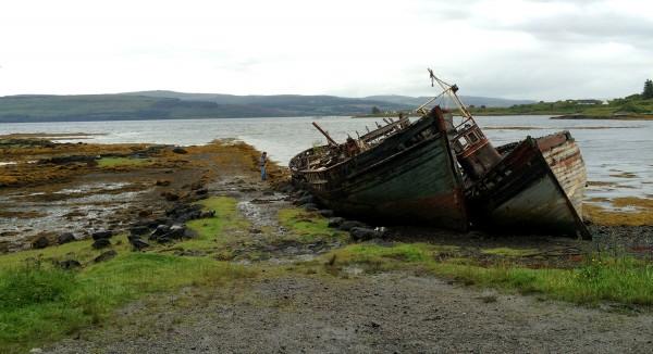 Épaves de bateaux sur la route vers Tobermory sur l'Île de Mull