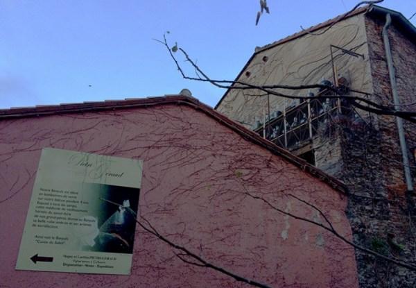 Maturation du banyuls en dame-jeanne en plein soleil à Collioure