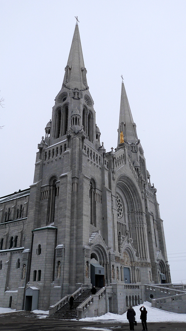 La Basilique Saint-Anne de Beaupré sur la route de Charlevoix à Québec