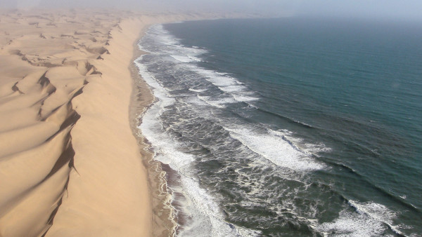 Survol-desert-ocean-Namibie-blog-bar-a-voyages