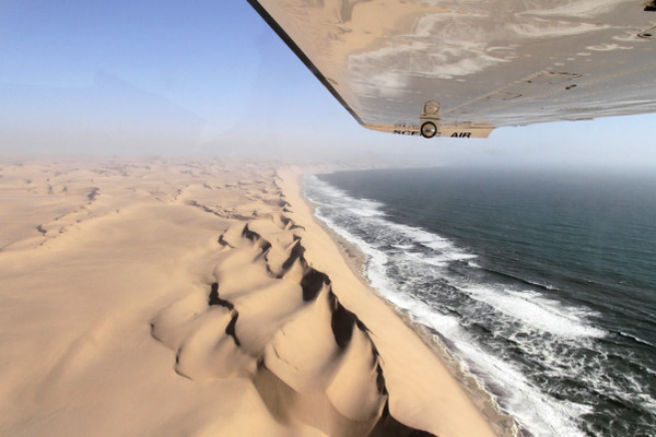 avion-Namib-ocean-Namibie-blog-bar-a-voyages